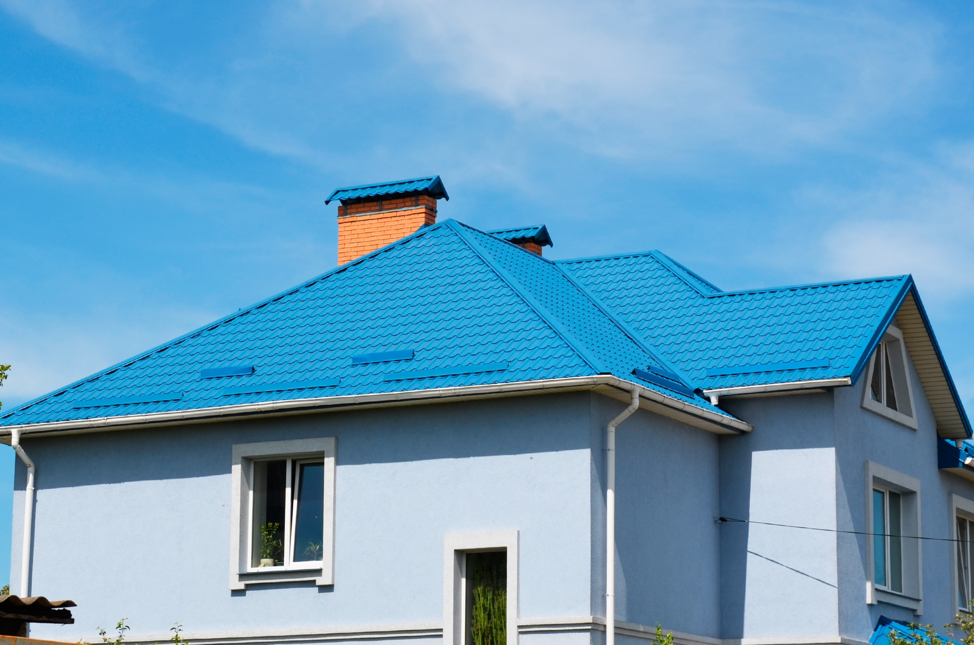 металлочерепица синяя фото домов строители