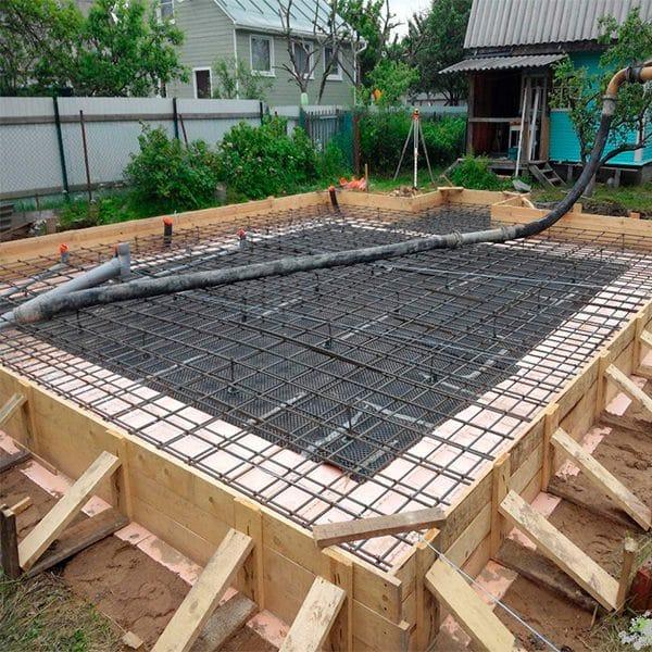 Монтаж монолитного плитного фундамента