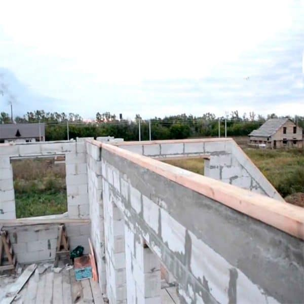 Заливка монолитного ж/б пояса второго этажа